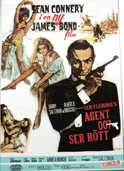 Agent 007 ser rött. Orginal Poster  Walther LP53 air pistol held by Sean Connery as James Bond advertising campaign for the 1963 From Russia With Love