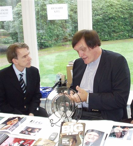 Gunnar talk to Richard in Pinewood studios 21/11-2004