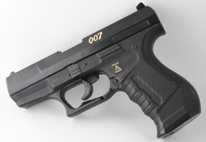 Walther P99  JAMES BOND Tomorrow Never Dies- QUANTUM OF SOLACE