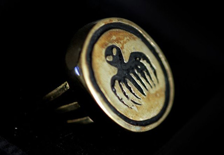 "This is a very nice Gold Solid S.P.EC.T.R.E Ring replica. Seen for the first time in the 007 film: ""FROM RUSSIA WITH LOVE"" Mint in box with logo S.P.E.C.T.R.E stamped in the box."