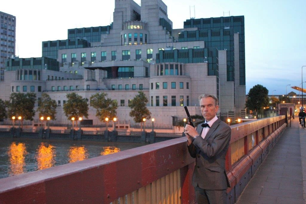 JAMES BOND (GUNNAR SCHÄFER ) IN FRONT OF LONDON MI 6 OFFICE MI6 HQ - The Home of James Bond 007.