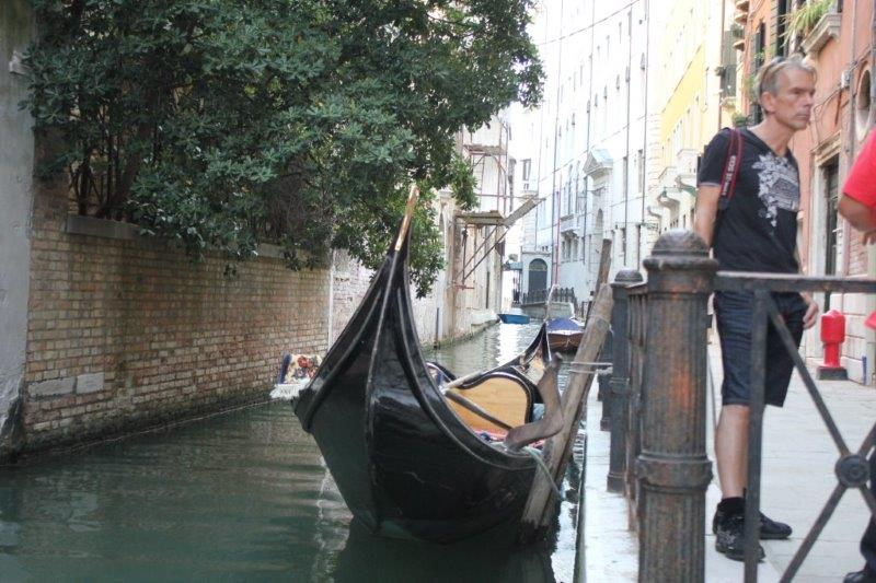 Bond at the canal in Venice to see his new Gondol