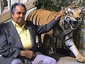 Albert Broccoli with tiger in India 1983