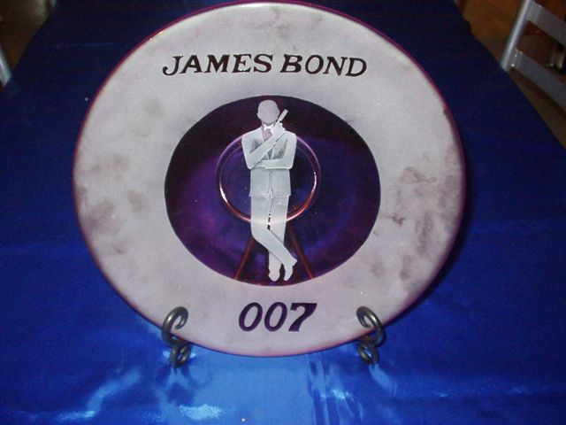 EXCLUSIVE GLASS brand new design from 007 museum in Nybro