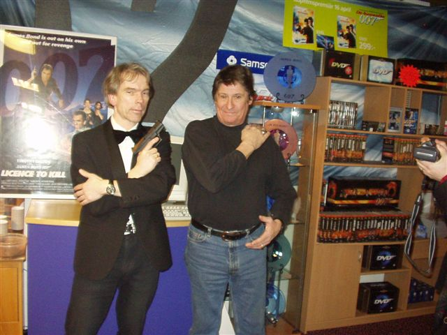 Lars Lundgren and Gunnar Schäfer in 007 museum Nybro