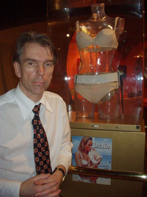 Ursula Andrews bikini from DR NO in Planet Hollywood and Gunnar