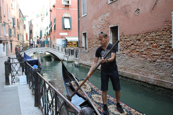 James Bond ttry  Gondola in Venice